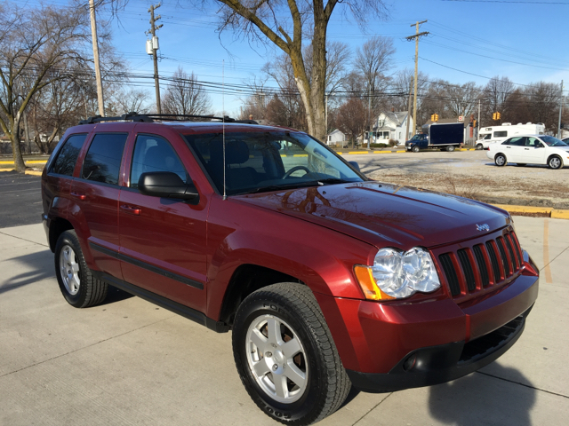 2009 jeep grand cherokee laredo 4x4 4dr suv in clinton township mi makdisi motors. Black Bedroom Furniture Sets. Home Design Ideas
