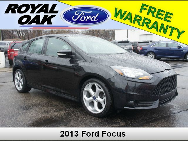 2013 FORD FOCUS unspecified cloth sport seatsamfmcdmp3 w6 speakers4-wheel disc brakes6 spea