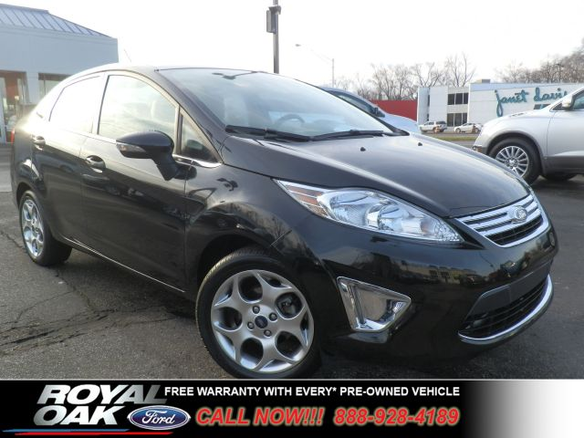 2011 FORD FIESTA SEL tuxedo black metallic remaining factory warranty loaded sel with red leat