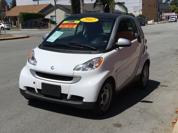 2012 SMART FORTWO PURE 2DR HATCHBACK white this is a beautiful white 2012 smart fortwo 2 door cou