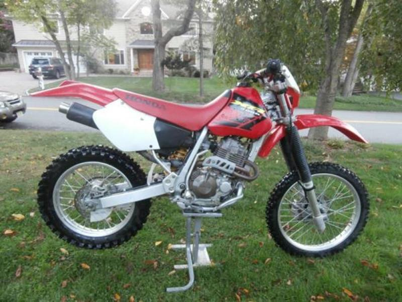 2002 HONDA XR400R red this is a red 2002 honda xr400r na 5 speed manual 1cyl 397-400 cc na bik
