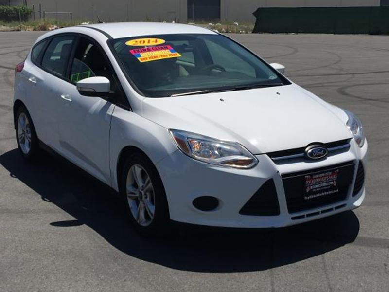 2014 FORD FOCUS SE 4DR HATCHBACK white this is a beautiful white 2014 ford focus 4 door hatchback