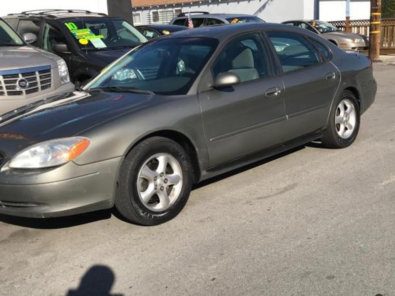 2001 FORD TAURUS SE 4DR SEDAN green this is a beautiful green 2001 ford taurus 4 door sedan autom