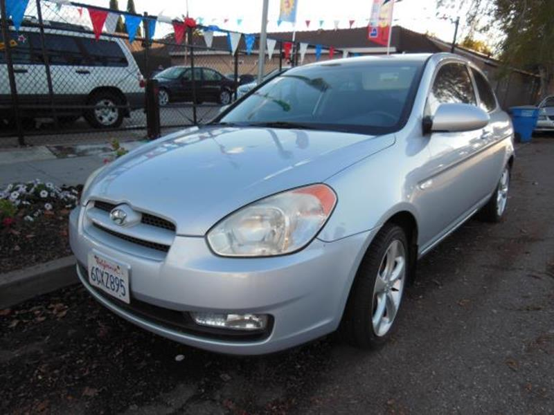 2007 HYUNDAI ACCENT silver this is a beautiful 2007 hyundai accent 2 door hatchback automatic l4