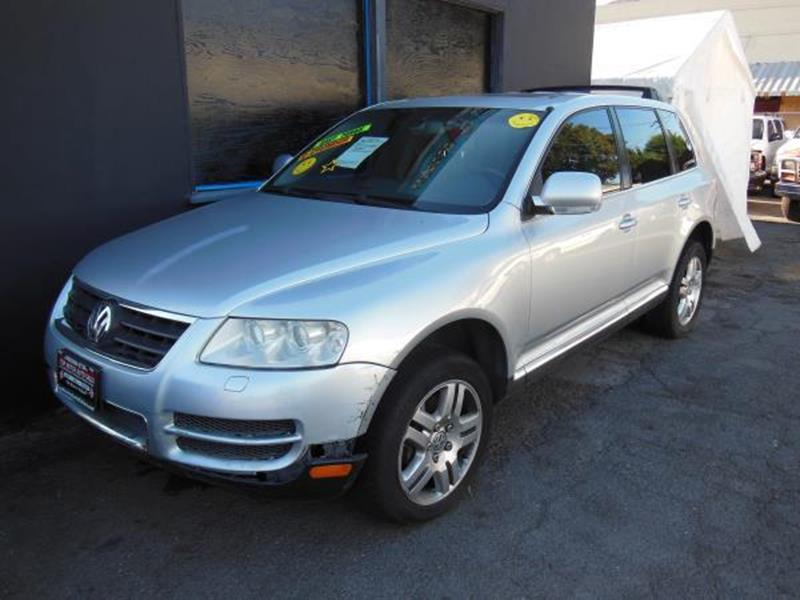 2005 VOLKSWAGEN TOUAREG V8 AWD 4DR SUV silver this is a beautiful silver 2013 volkswagen toureg 4