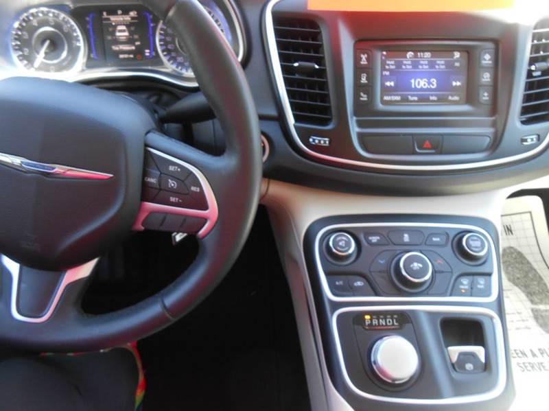 2016 Chrysler 200 Limited 4dr Sedan - Lincoln RI