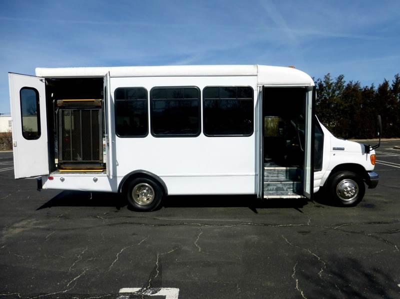 2007 Ford E-450 Wheelchair Shuttle Bus - Westbury NY