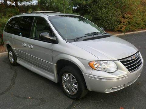 2006 Chrysler Town and Country for sale in Westbury NY