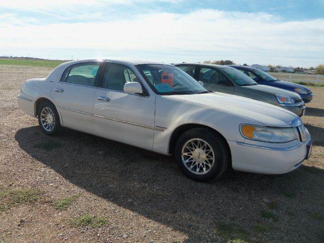 2001 Lincoln Town Car for sale in Platte SD