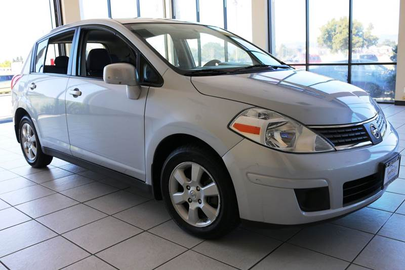 2012 NISSAN VERSA 18 SL 4DR HATCHBACK silver this 2012 nissan versa sl is in great condition an