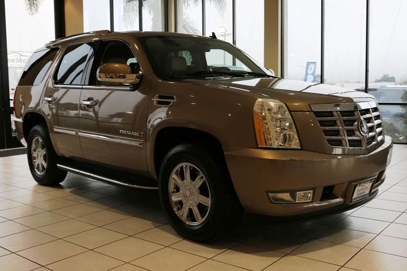 2007 CADILLAC ESCALADE BASE AWD 4DR SUV brown  style and luxury  this 2007 cadillac escalade