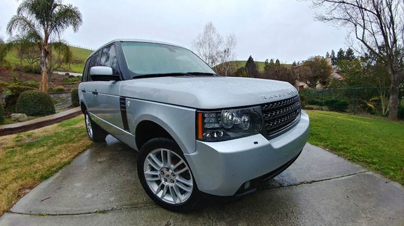 2011 LAND ROVER RANGE ROVER HSE 4X4 4DR SUV silver  luxurious  this 2011 land rover range ro