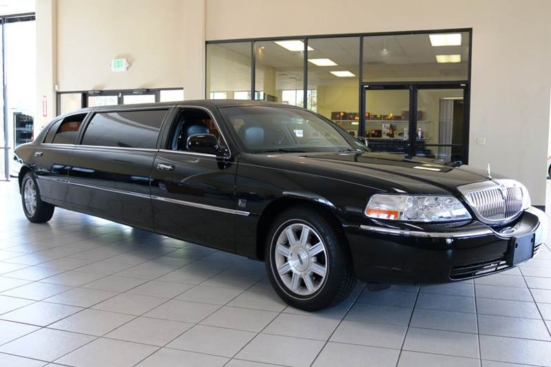 2011 LINCOLN TOWN CAR EXECUTIVE 4DR SEDAN black 2-stage unlocking doors abs - 4-wheel active he