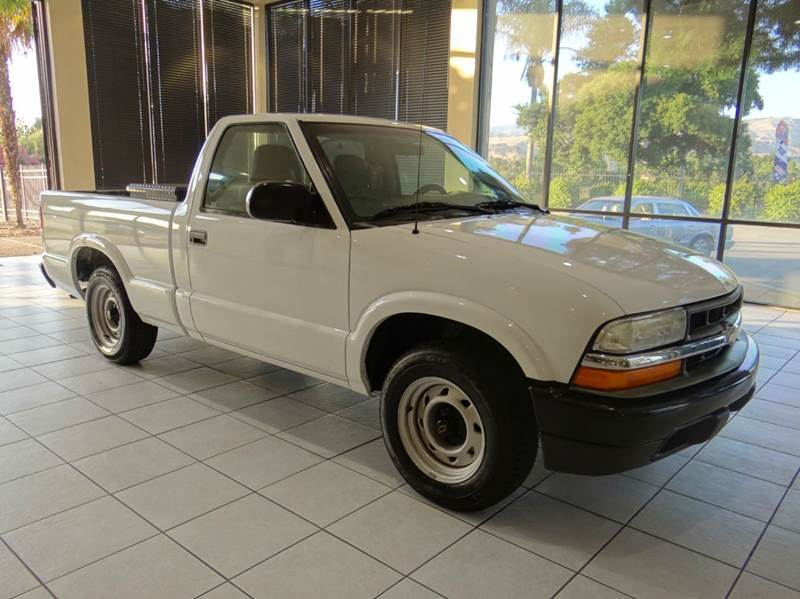 2003 CHEVROLET S-10 BASE 2DR STANDARD CAB RWD SB white abs - 4-wheel axle ratio - 373 center c