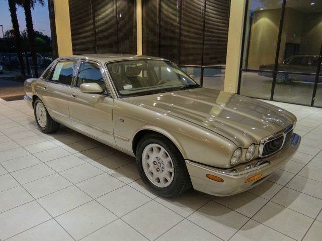 1998 JAGUAR XJ-SERIES XJ8 4DR SEDAN champagne abs - 4-wheel anti-theft system - alarm cassette