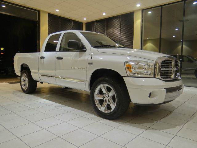 2007 DODGE RAM PICKUP 1500 SLT 4DR QUAD CAB 4WD SB white 2-stage unlocking - remote 4wd type - p
