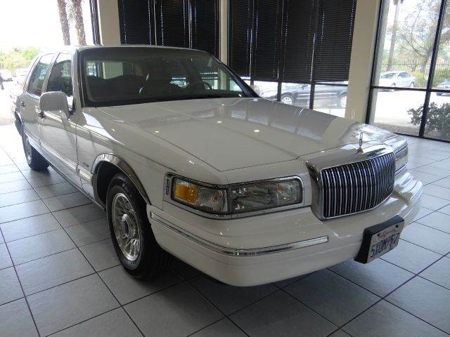 1996 LINCOLN TOWN CAR EXECUTIVE 4DR SEDAN white abs - 4-wheel air suspension - rear anti-theft