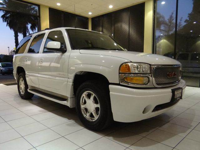 2005 GMC YUKON DENALI AWD 4DR SUV white abs - 4-wheel active suspension adjustable pedals - pow