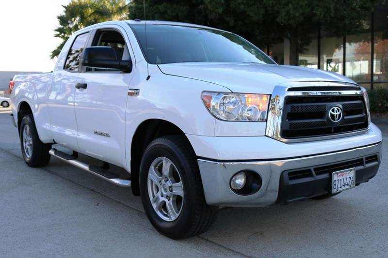 2011 TOYOTA TUNDRA GRADE 4X2 4DR DOUBLE CAB PICKUP white this 2011 toyota tundra with the powerfu