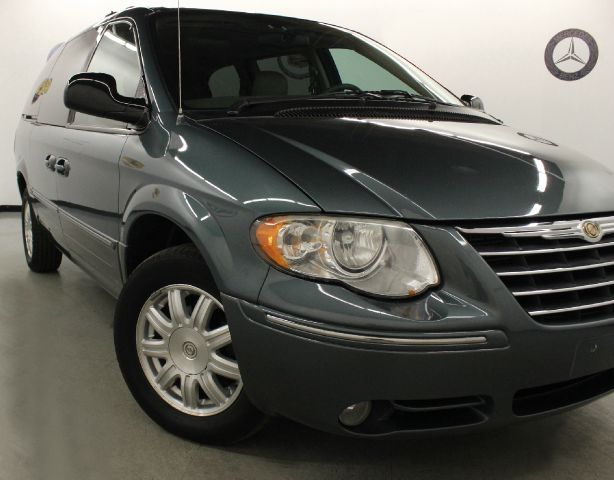 2005 Chrysler Town and Country for sale in Cleveland OH