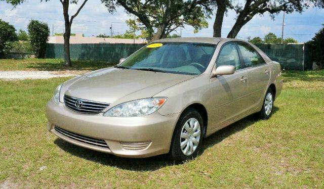 2005 TOYOTA CAMRY LE 4DR SEDAN abs - 4-wheel center console - front console with storage clock