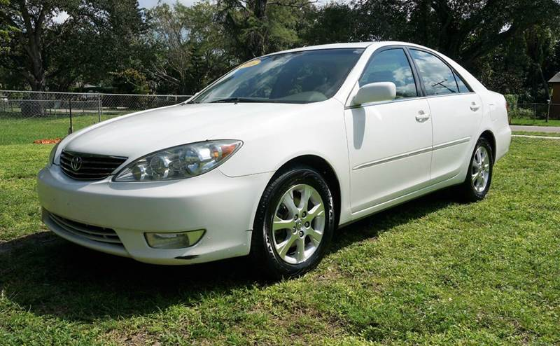 2006 TOYOTA CAMRY XLE V6 4DR SEDAN white call 1-754-210-3703 for sales this vehicle fully loa