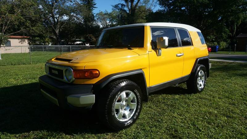 2007 TOYOTA FJ CRUISER BASE 4DR SUV 4L V6 5A yellow call 1-754-210-3703 for sales this veh