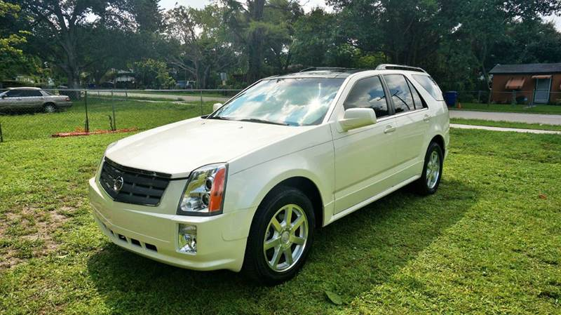 2005 CADILLAC SRX BASE RWD 4DR SUV V8 white call 1-754-210-3703 for sales this vehicle full