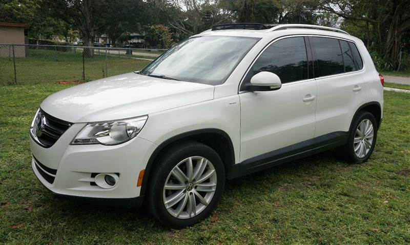 2010 VOLKSWAGEN TIGUAN WOLFSBURG EDITION 4DR SUV 6A white call 1-754-210-3703 for sales this