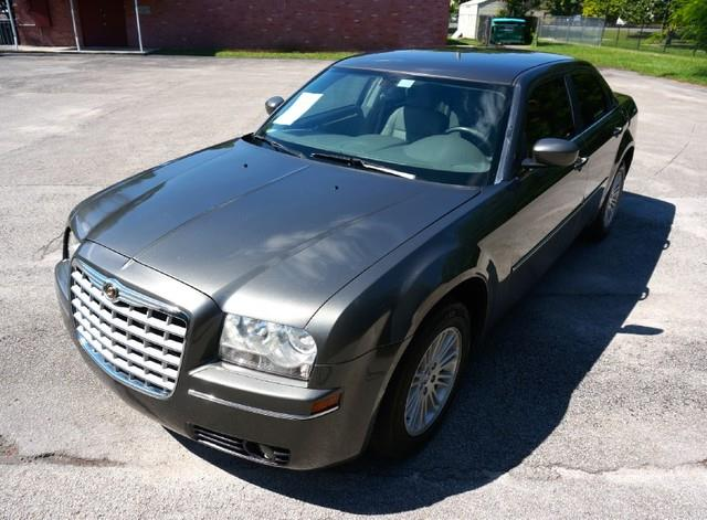 2009 CHRYSLER 300 TOURING 4DR SEDAN dark titanium metallic amfm stereo wcdmp3 playersirius sat