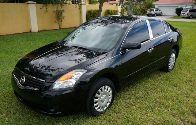 2009 NISSAN ALTIMA 25 CLEAN CARFAX LOW PAYMENTS super black this 2009 nissan altima is offered