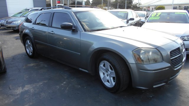 2006 DODGE MAGNUM RT silver     good credit  ok    bad credit  dont