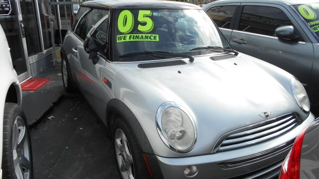 2005 MINI COOPER BASE silver     good credit  ok    bad credit  dont