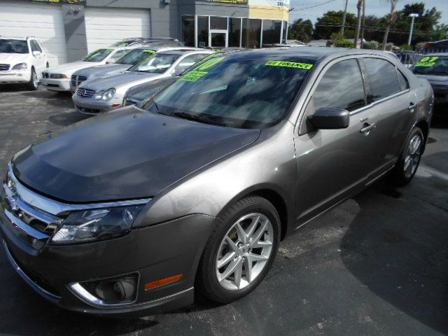 2010 FORD FUSION SEL silver like new 2010 fusion sel loaded with options still has ford warranty