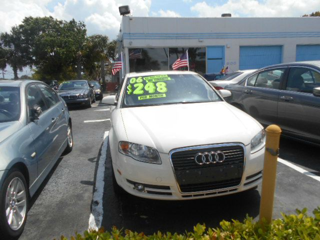 2006 AUDI A4 white beautiful audi great for everyday use in good condition four door cd player go