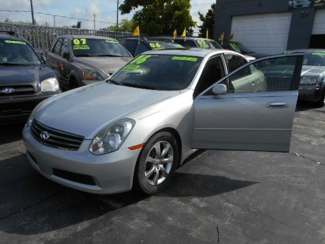 2006 INFINITI G35 SEDAN silver beautiful silver g35 with options in great condition stop shopping