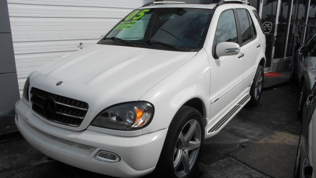 2005 MERCEDES-BENZ M-CLASS ML500 white 05 mercedes ml500 with 20 amg rims and tires beautiful con