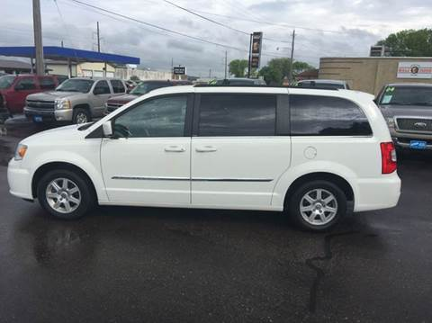 chrysler town and country for sale in sioux city ia. Black Bedroom Furniture Sets. Home Design Ideas