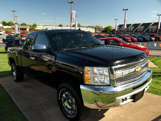 2013 CHEVROLET SILVERADO 1500 LT 4X4 4DR EXTENDED CAB 65 FT black scores 21 highway mpg and 15