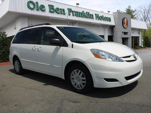 2007 TOYOTA SIENNA LE 7-PASSENGER 4DR MINI VAN off white air conditioning - rearairbags - front