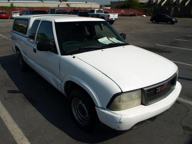 2000 GMC SONOMA white only 154707 miles scores 29 highway mpg and 23 city mpg this gmc sonoma