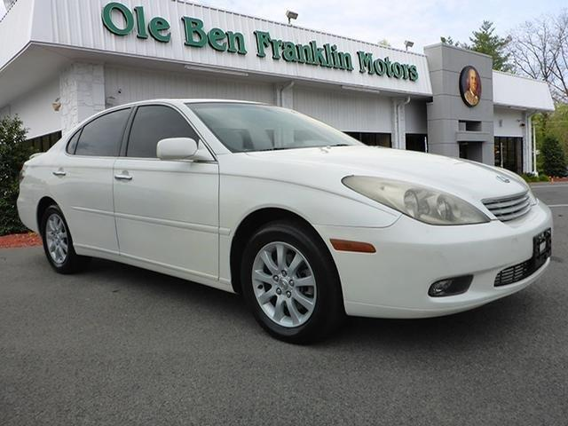 2004 LEXUS ES 330 BASE 4DR SEDAN crystal white only 76349 miles boasts 29 highway mpg and 20 ci