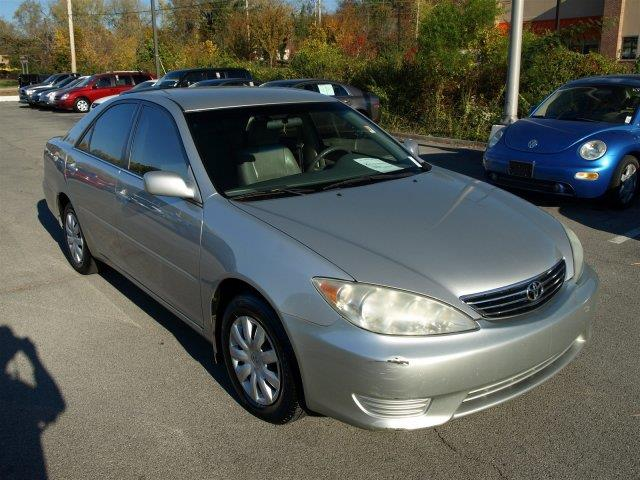 2005 TOYOTA CAMRY LE W LEATHER lunar mist metallic delivers 33 highway mpg and 24 city mpg this