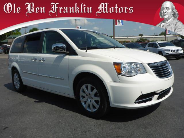 2011 CHRYSLER TOWN AND COUNTRY TOURING-L 4DR MINI VAN white parking sensors frontparking sensors