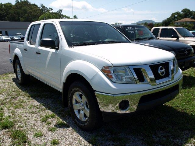 2009 NISSAN FRONTIER LE 4X4 CREW CAB SHORT BED 4DR 5A avalanche white boasts 19 highway mpg and 1