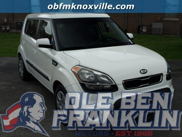 2013 KIA SOUL BASE 4DR WAGON 6M clear white only 22274 miles boasts 30 highway mpg and 25 city