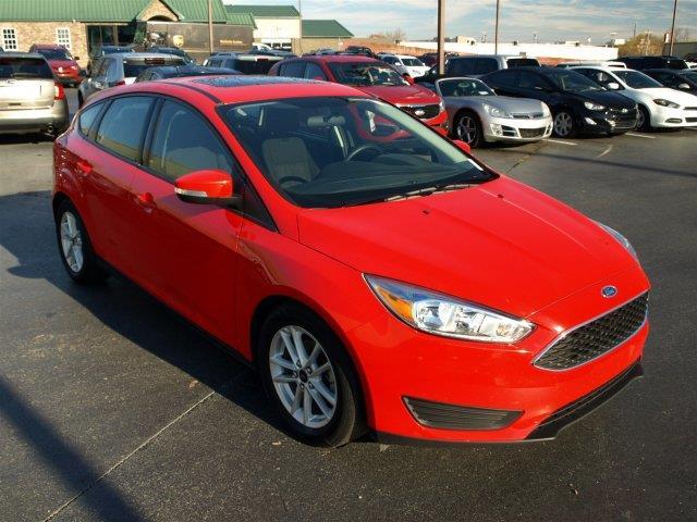 2015 FORD FOCUS SE 4DR HATCHBACK red delivers 36 highway mpg and 26 city mpg this ford focus del