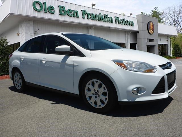 2012 FORD FOCUS SE 4DR SEDAN oxford white boasts 36 highway mpg and 26 city mpg this ford focus