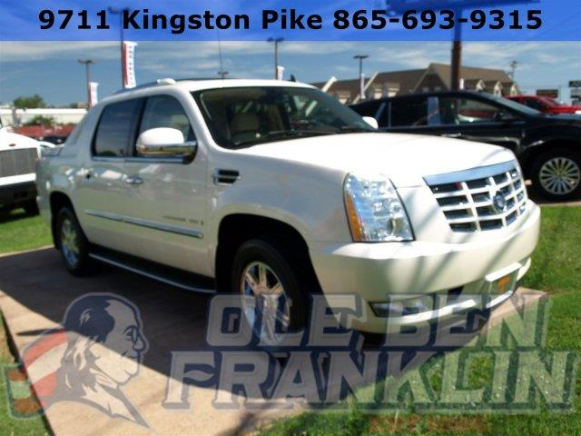 2007 CADILLAC ESCALADE EXT BASE AWD 4DR CREW CAB SB white diamond delivers 19 highway mpg and 13