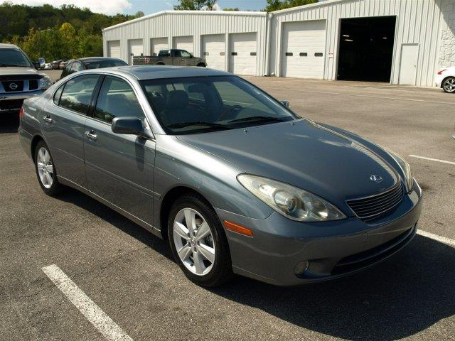 2005 LEXUS ES 330 BASE 4DR SEDAN gray only 118213 miles boasts 29 highway mpg and 21 city mpg